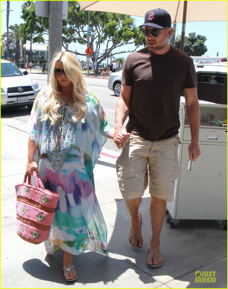 jessica simpson eric johnson hold hands for maxwell less lunch 17