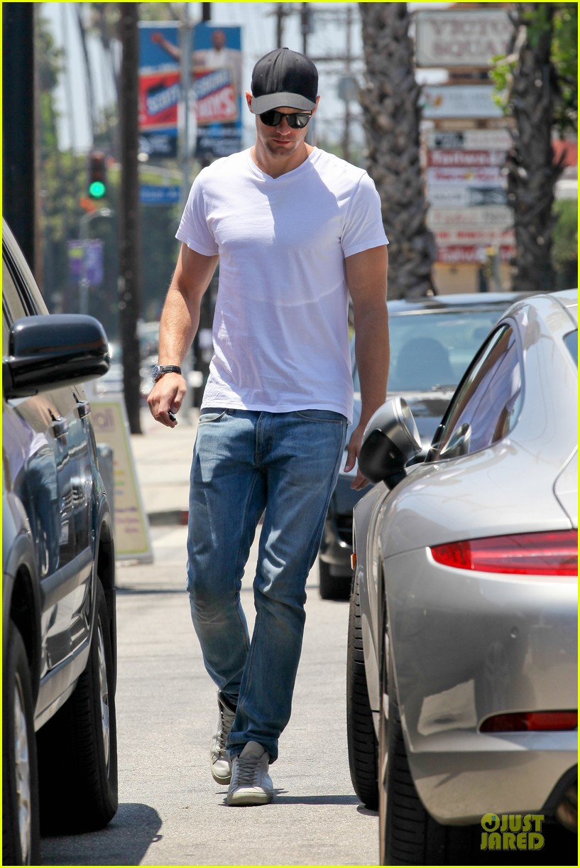 alexander skarsgard thai food craving hunk 062893087