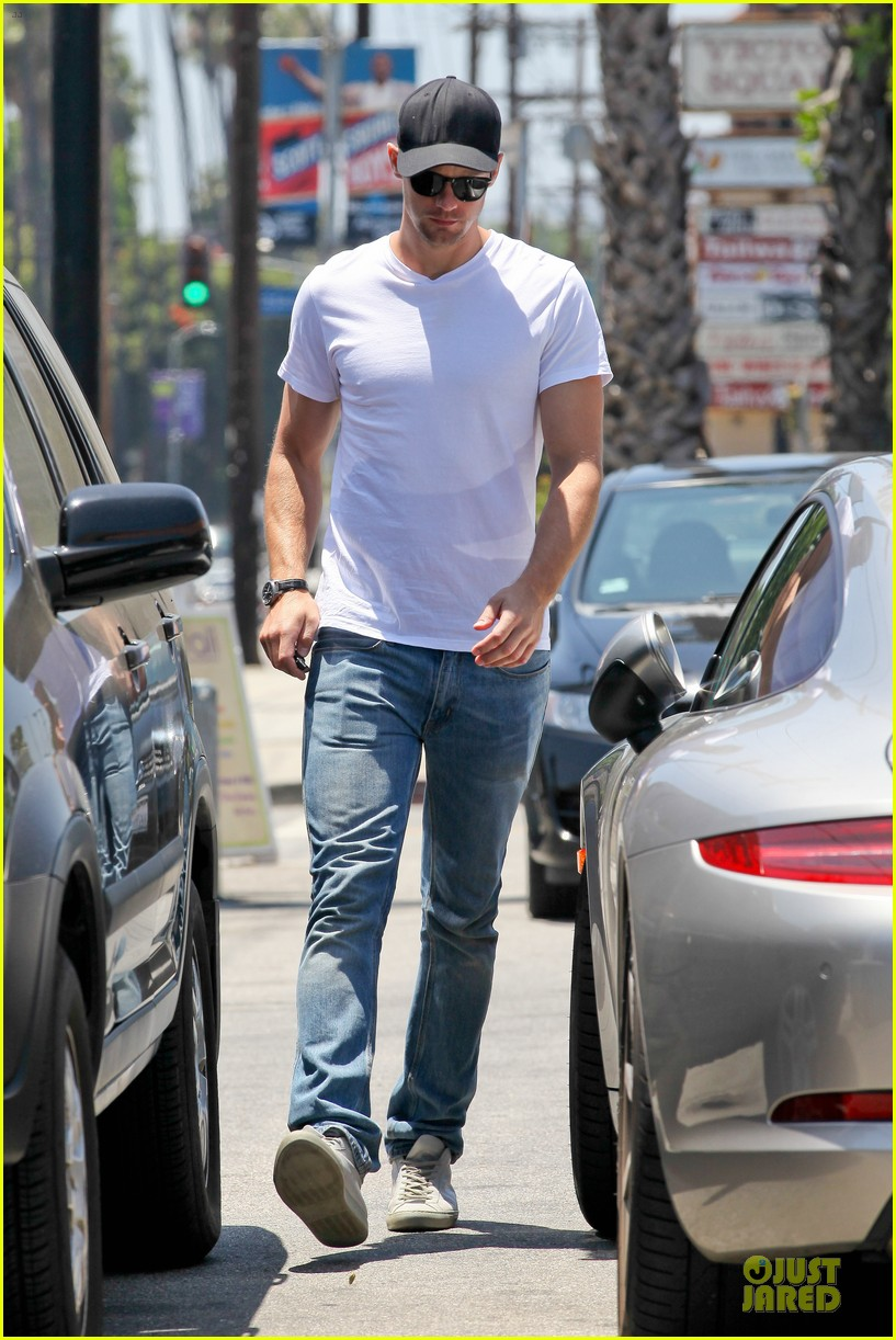 alexander skarsgard thai food craving hunk 072893088