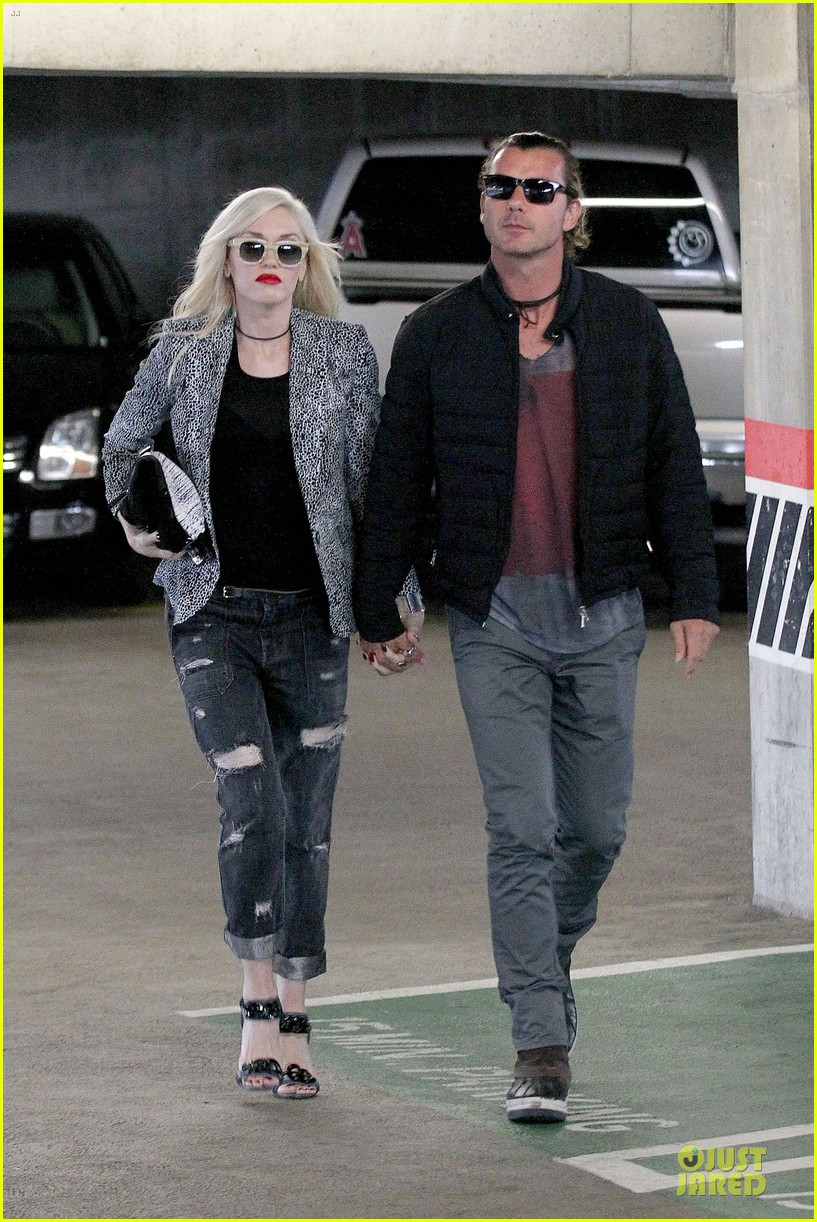 gwen stefani gavin rossdale hold hands before fathers day 01