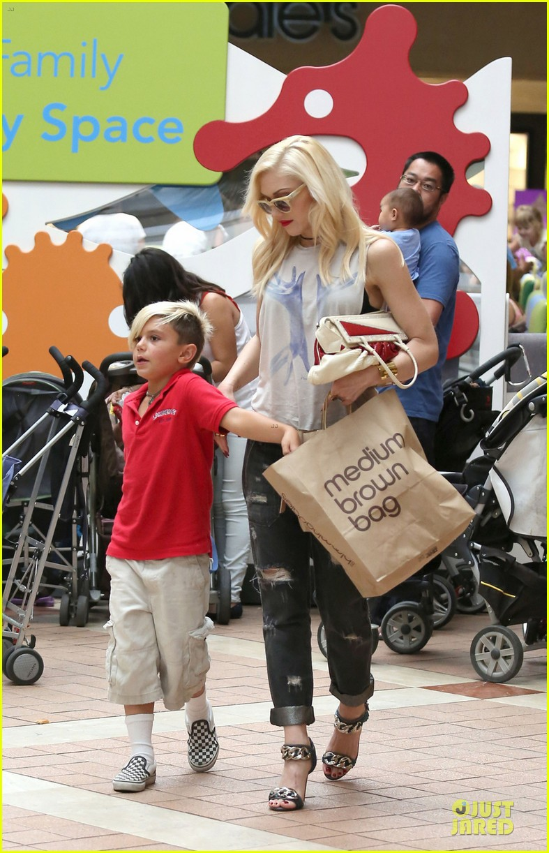 gwen stefani gavin rossdale hold hands before fathers day 05