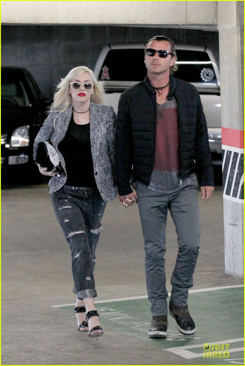 gwen stefani gavin rossdale hold hands before fathers day 102891827