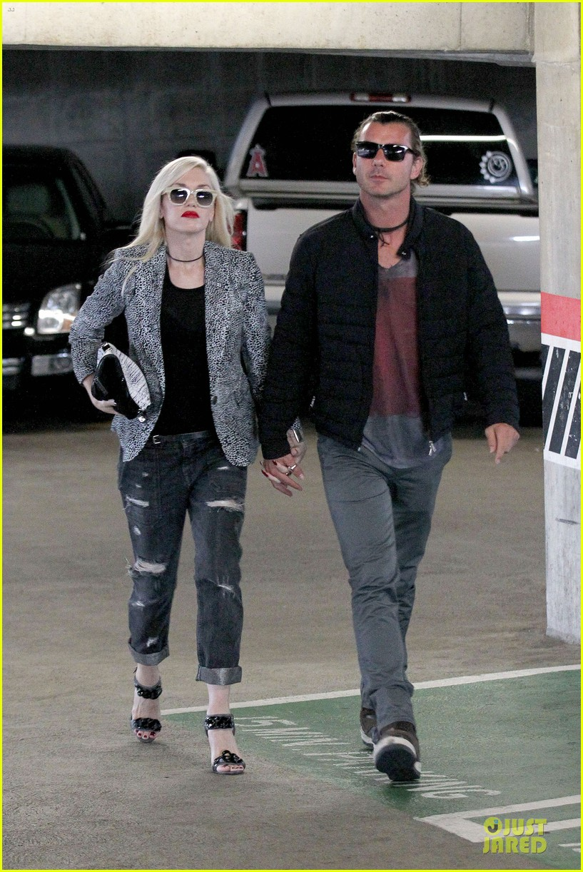 gwen stefani gavin rossdale hold hands before fathers day 112891828