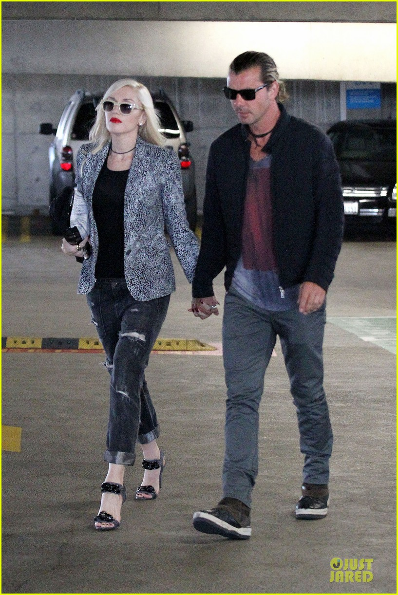 gwen stefani gavin rossdale hold hands before fathers day 122891829