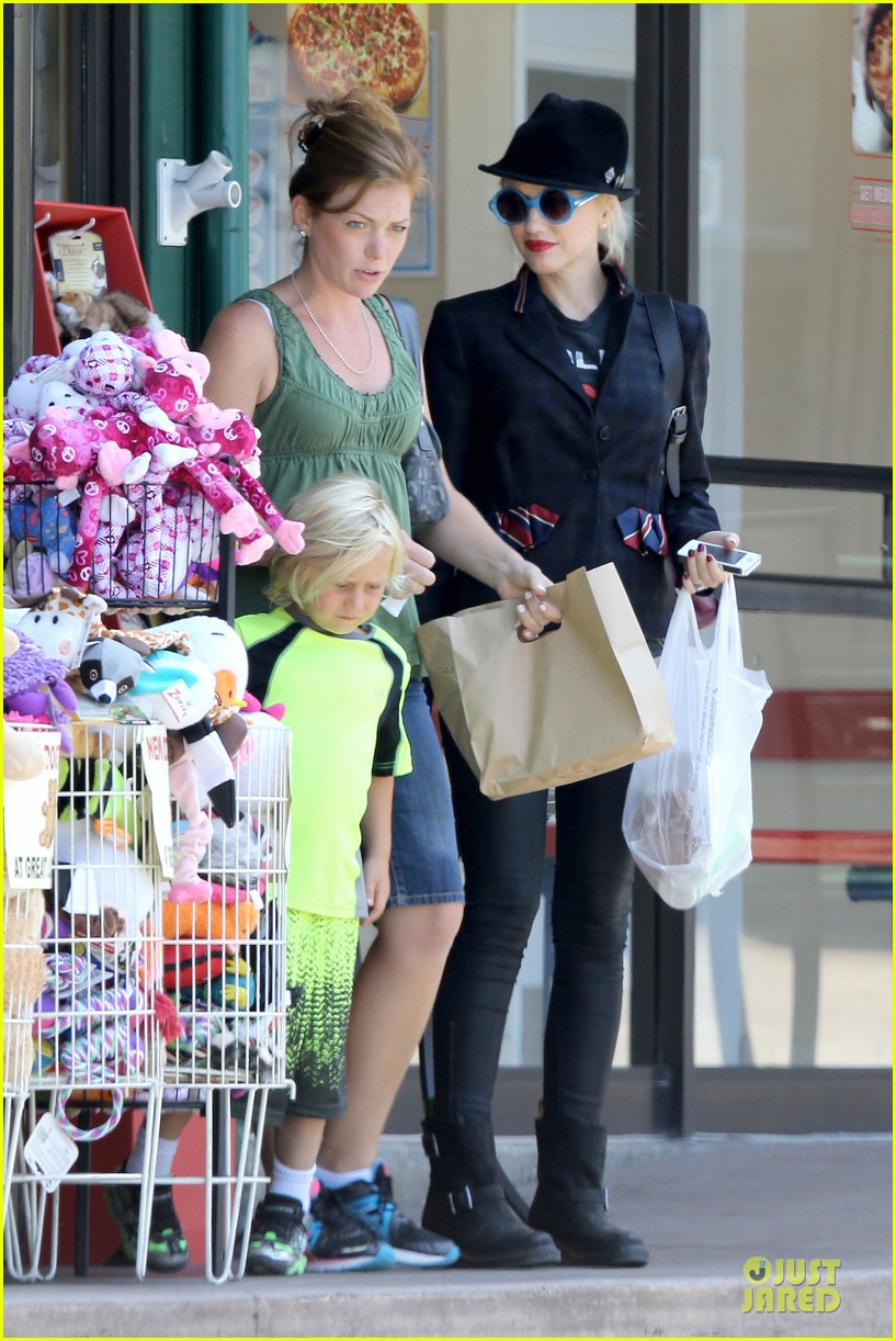 gwen stefani zuma pet supplies shopping duo 052899072
