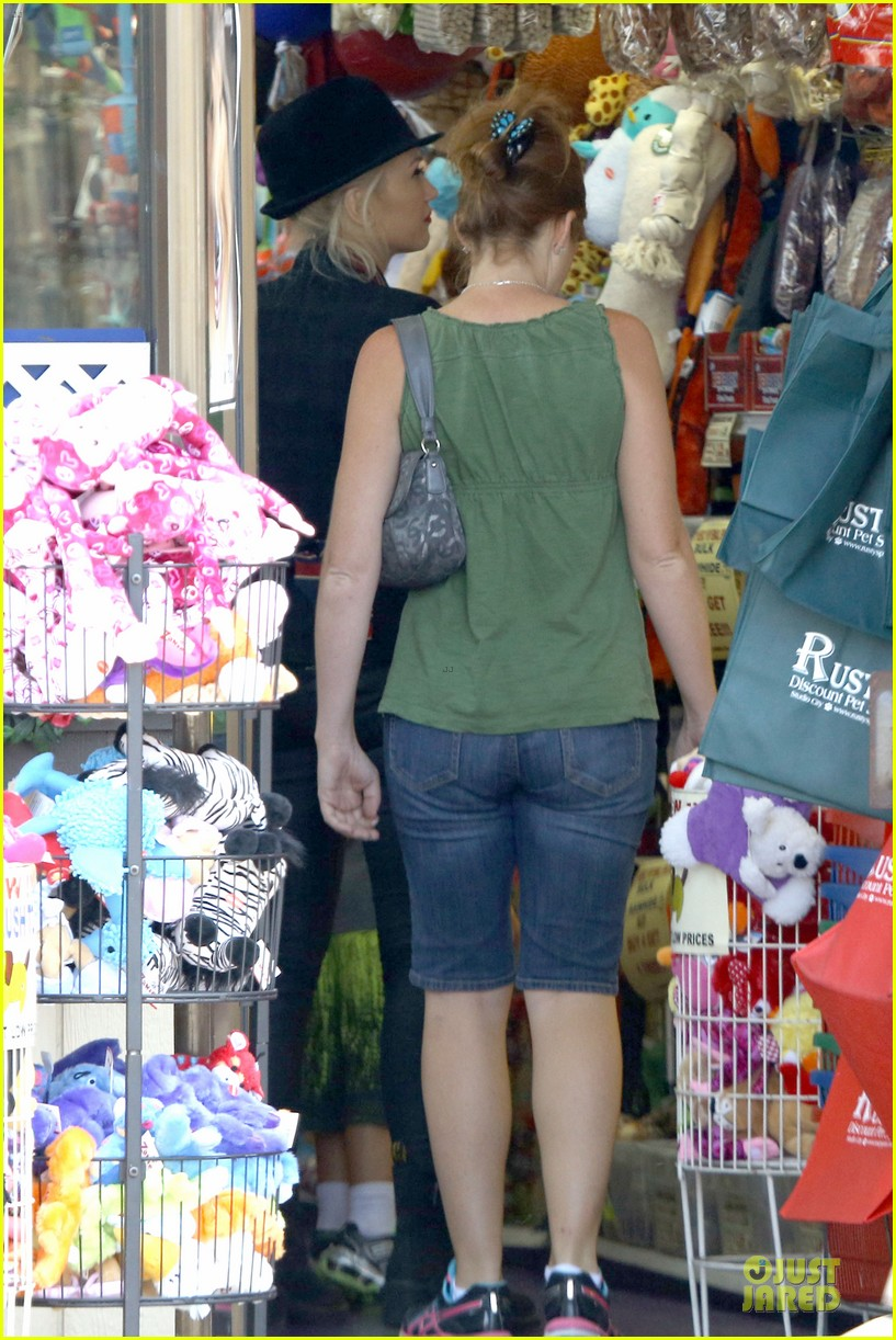 gwen stefani zuma pet supplies shopping duo 27