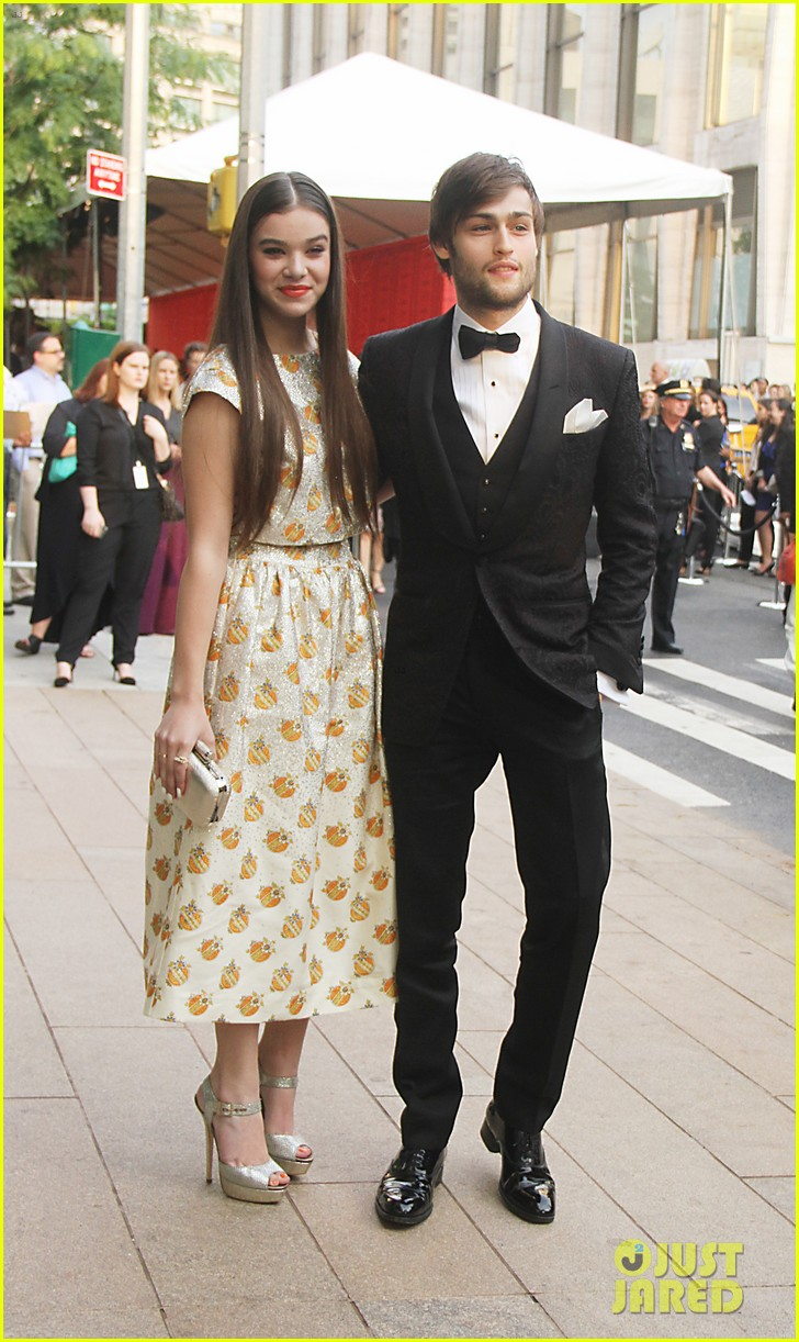 hailee steinfeld douglas booth cfda fashion awards 2013 05