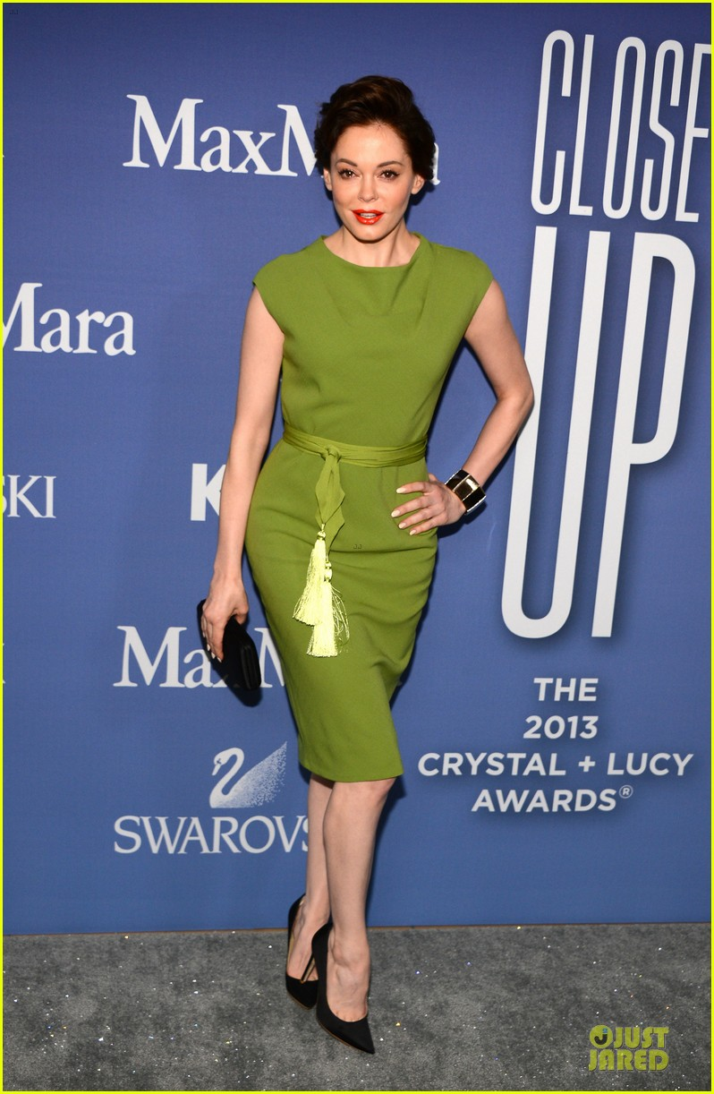 hailee steinfeld rose mcgowan crystal lucy awards 2013 red carpet 032890077