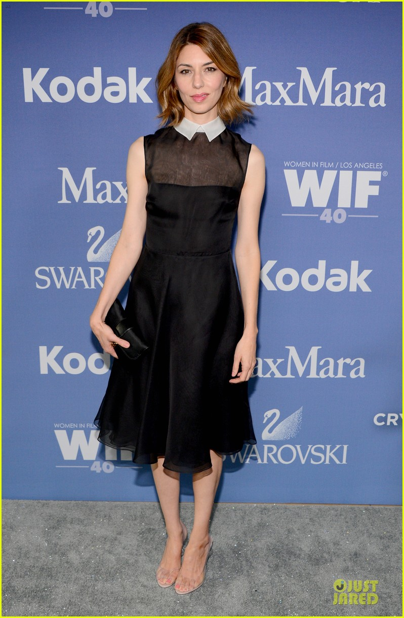 hailee steinfeld rose mcgowan crystal lucy awards 2013 red carpet 052890079