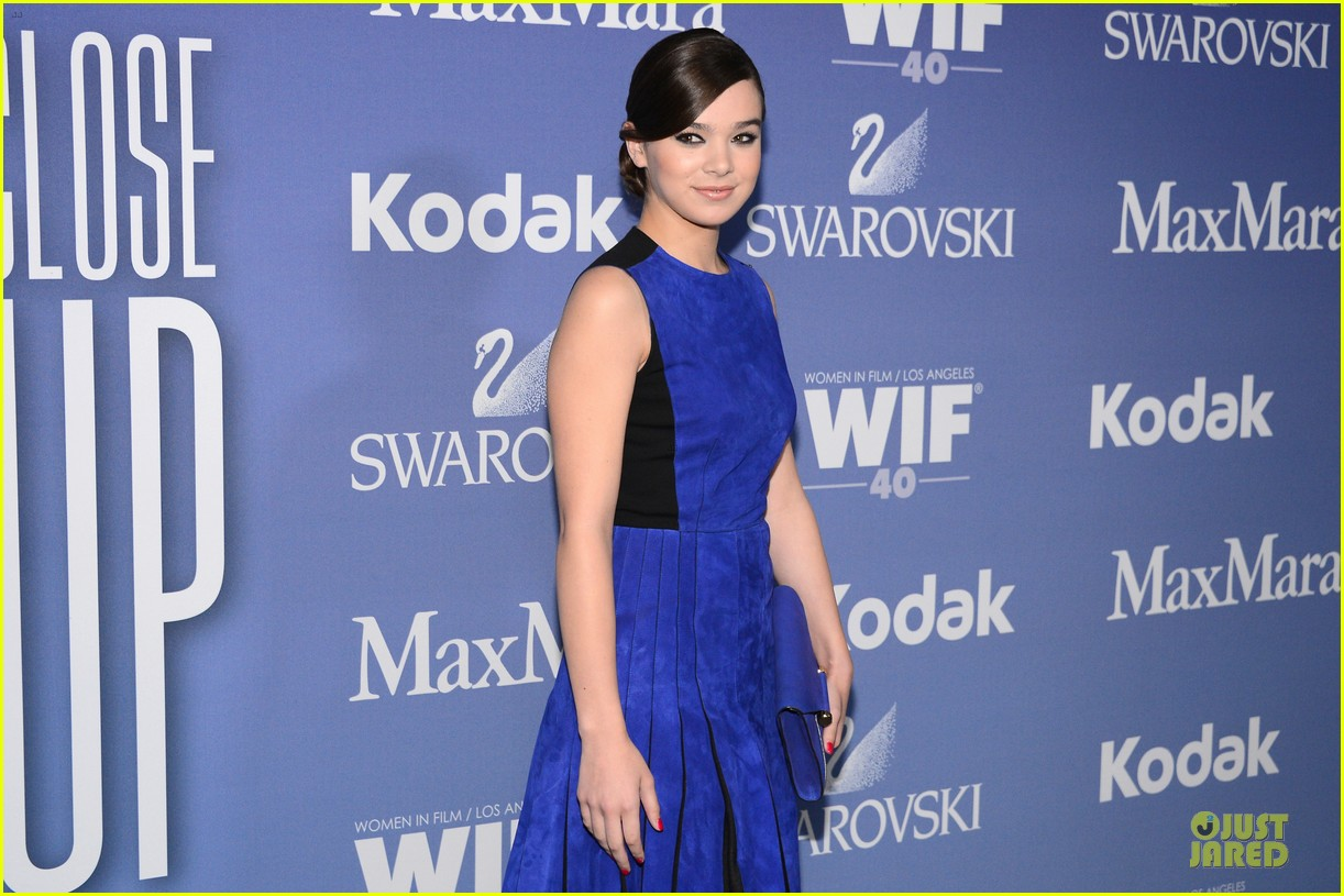 hailee steinfeld rose mcgowan crystal lucy awards 2013 red carpet 102890084