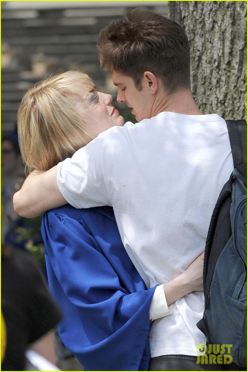 Emma Stone Andrew Garfield Spider Man Break Kisses Photo 2883396 Amazing Spider Man 2 Andrew Garfield Emma Stone Pictures Just Jared