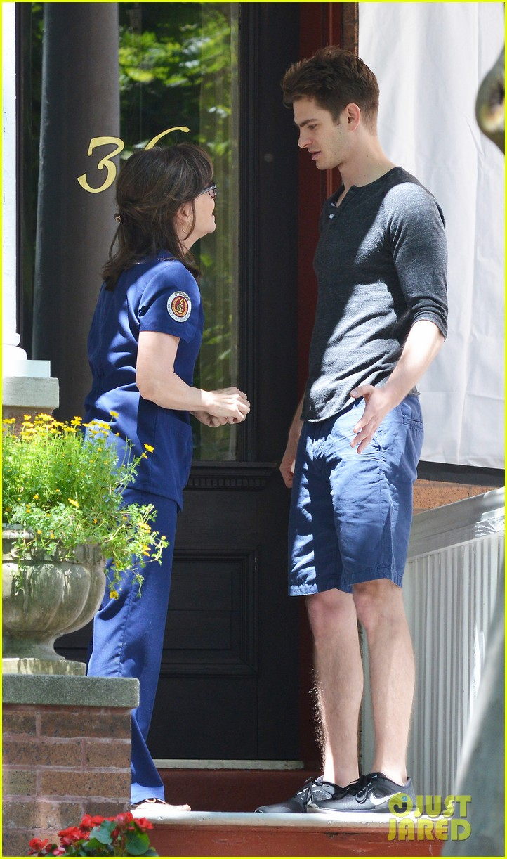 emma stone andrew garfield film spiderman with sally field 25