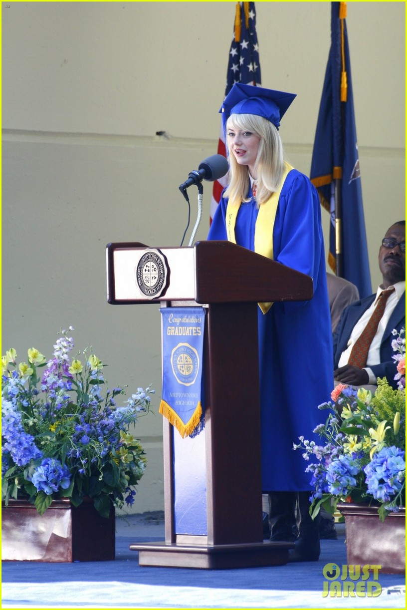 emma stone andrew garfield kiss at spider man graduation 012882248