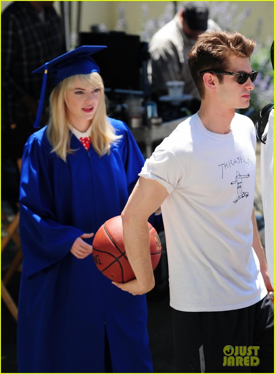 emma stone andrew garfield kiss at spider man graduation 032882250