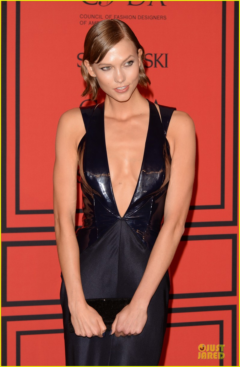 candice swanepoel karlie kloss cfda fashion awards 2013 red carpet 042884044