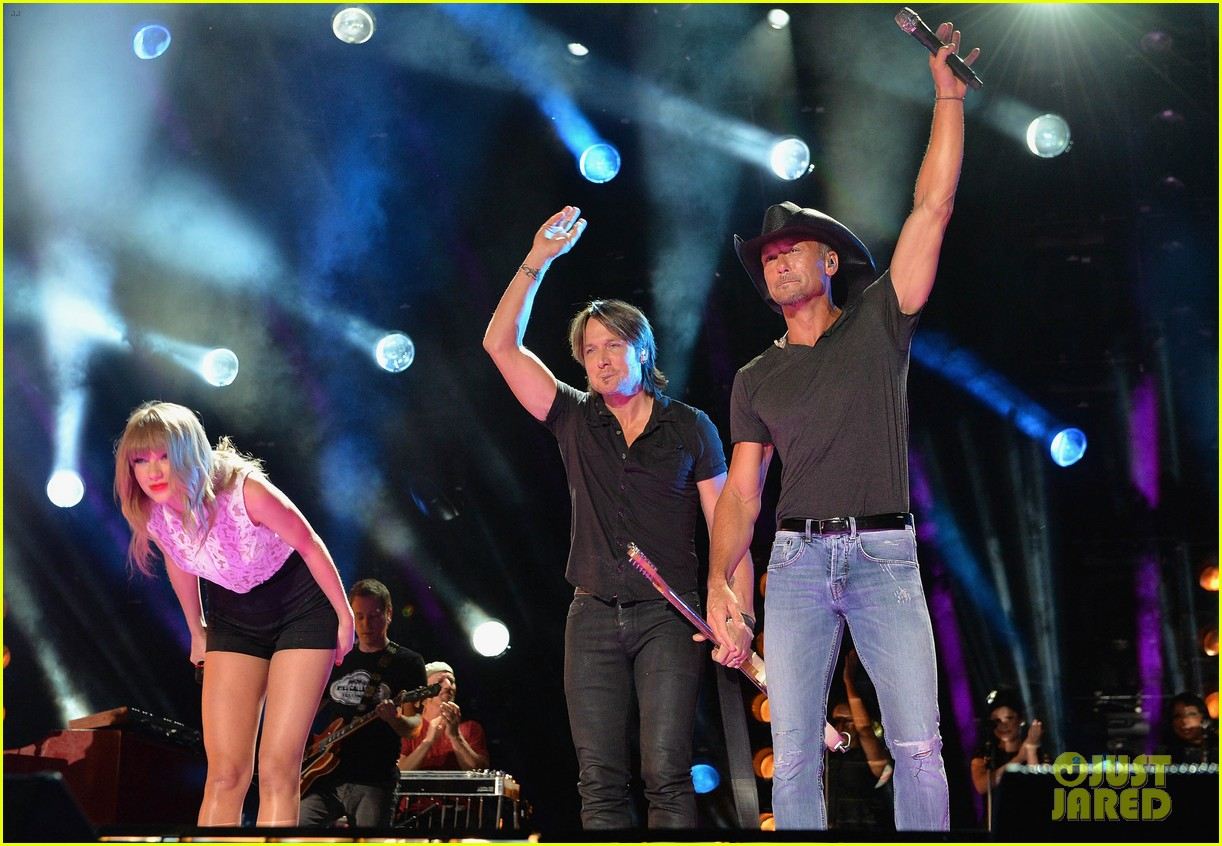 taylor swift keith urban tim mcgraw cma music festival 022886208