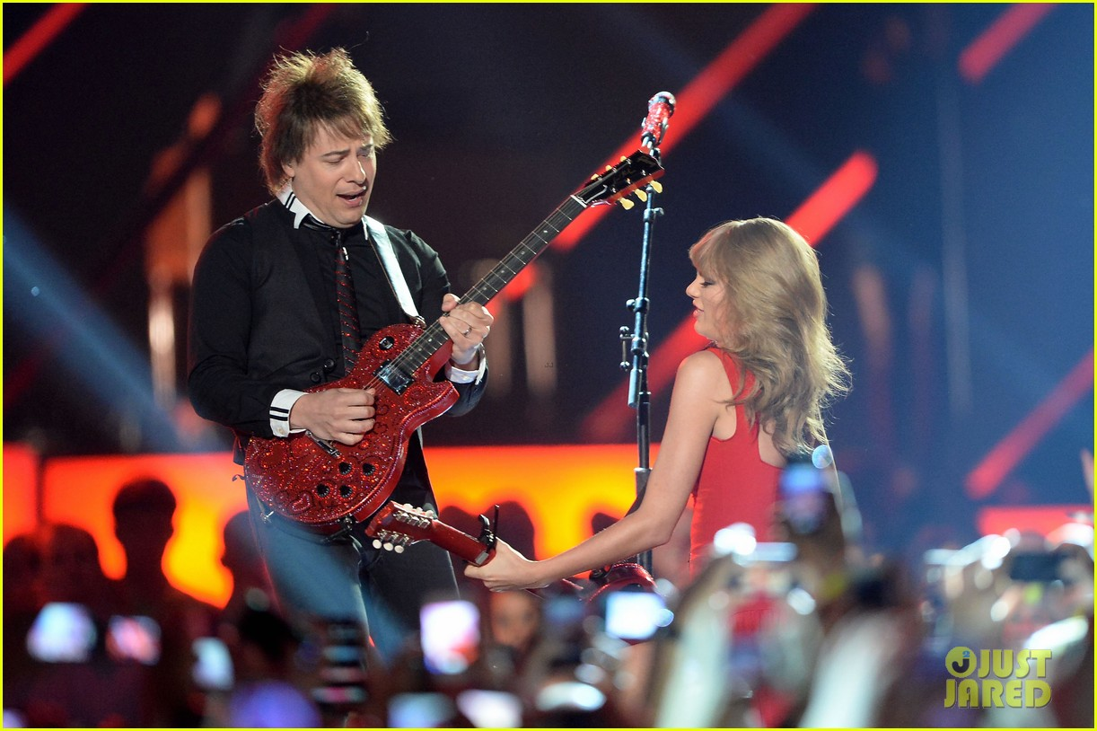 taylor swift cmt music awards performance 2013 video 072885252