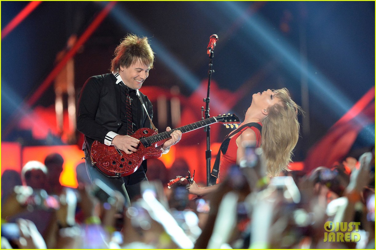 taylor swift cmt music awards performance 2013 video 082885253