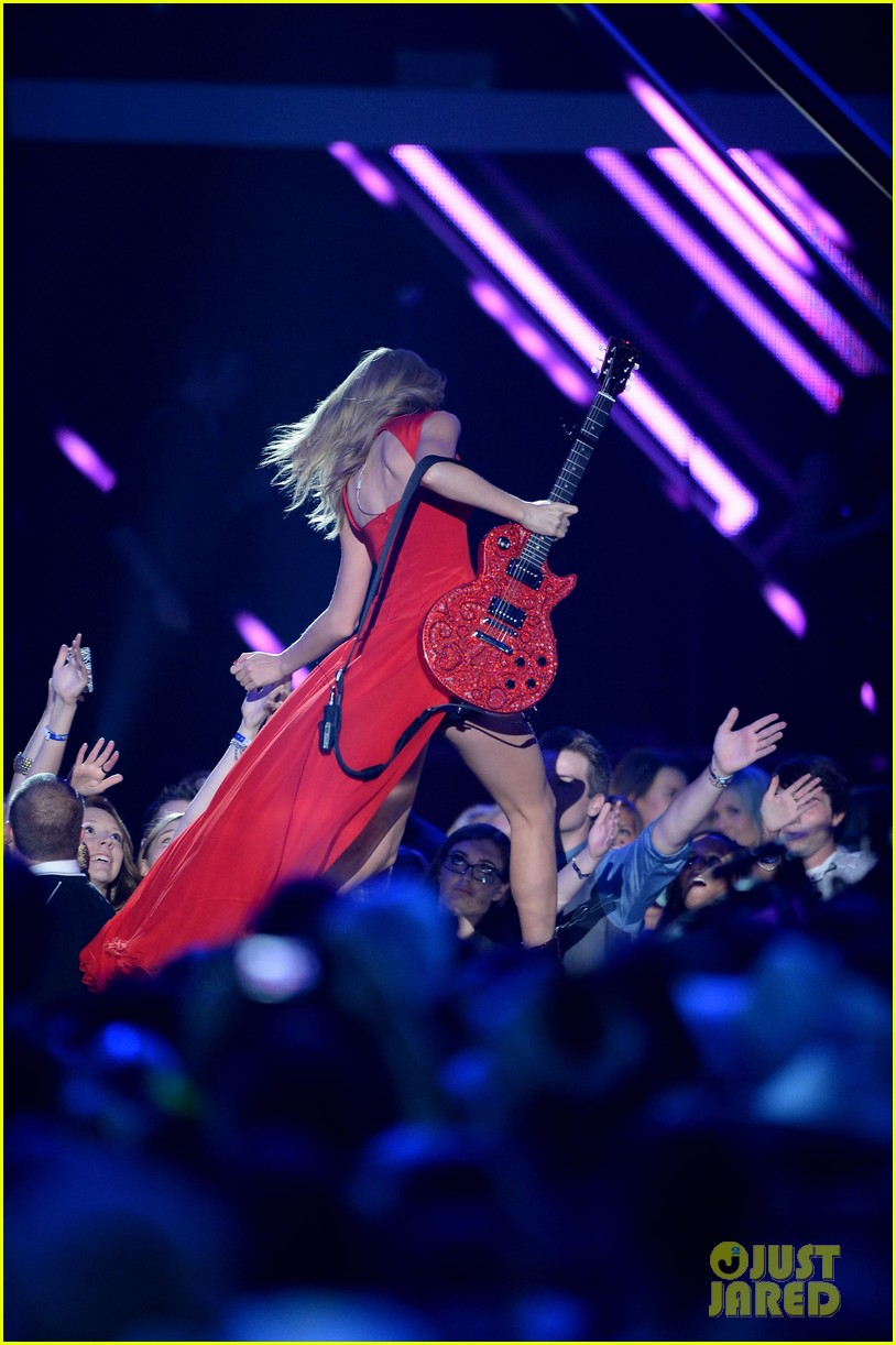 taylor swift cmt music awards performance 2013 video 102885255