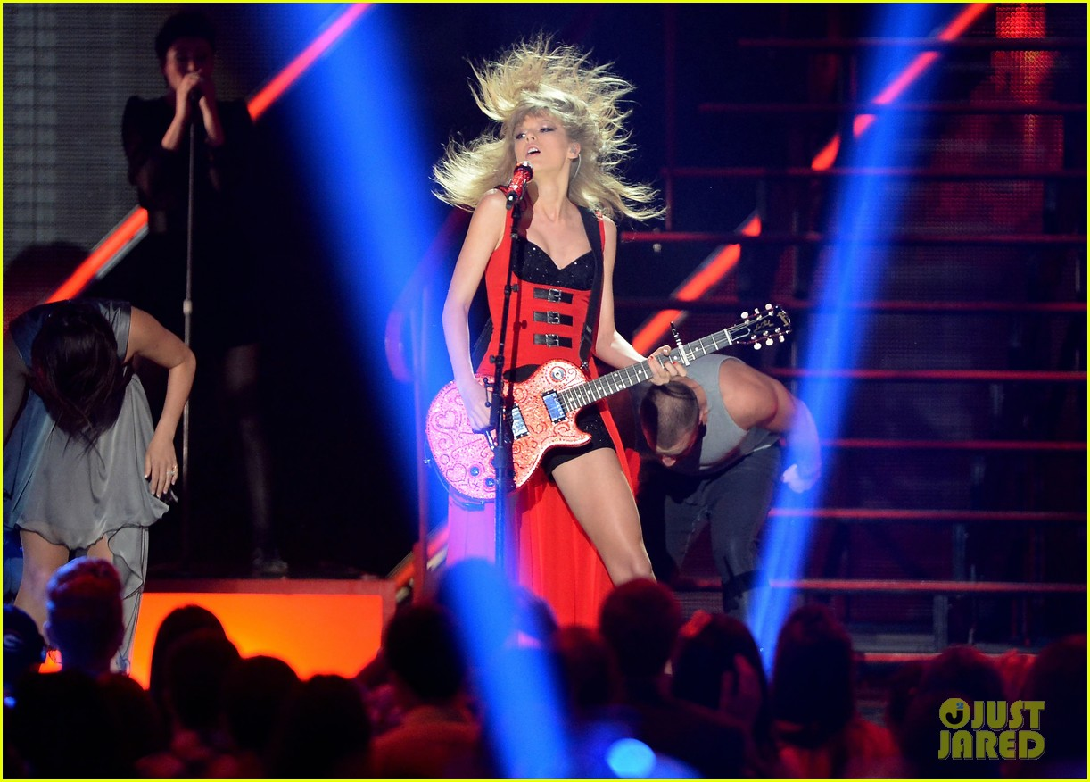 taylor swift cmt music awards performance 2013 video 112885256