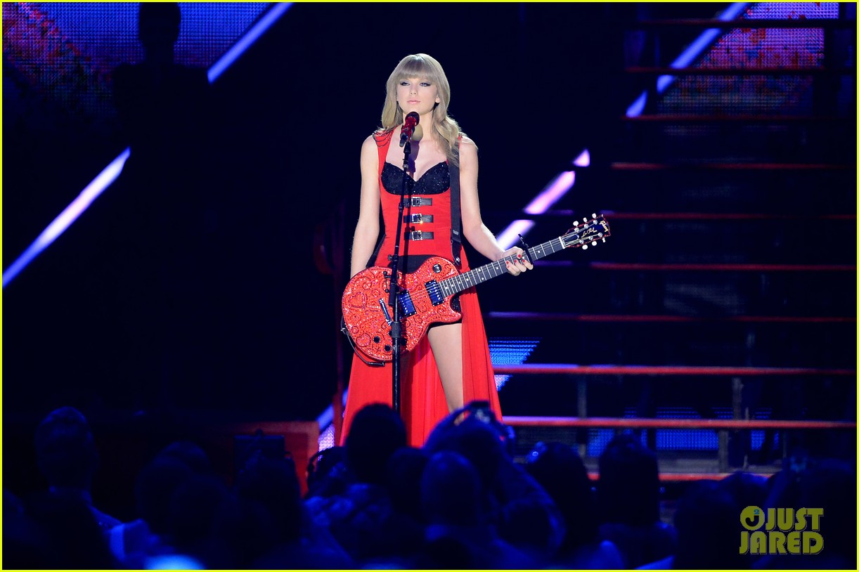 taylor swift cmt music awards performance 2013 video 152885260