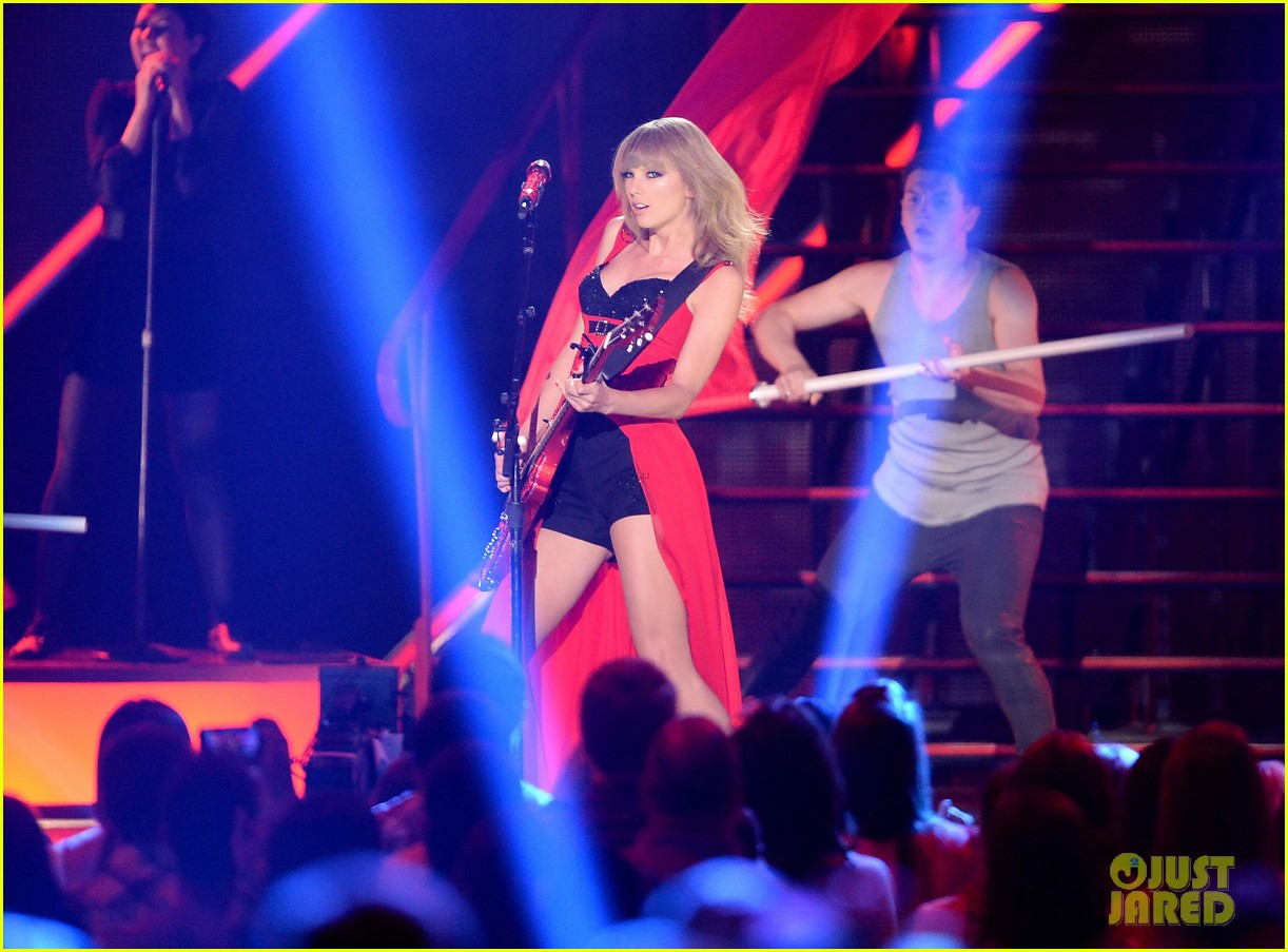 taylor swift cmt music awards performance 2013 video 172885262