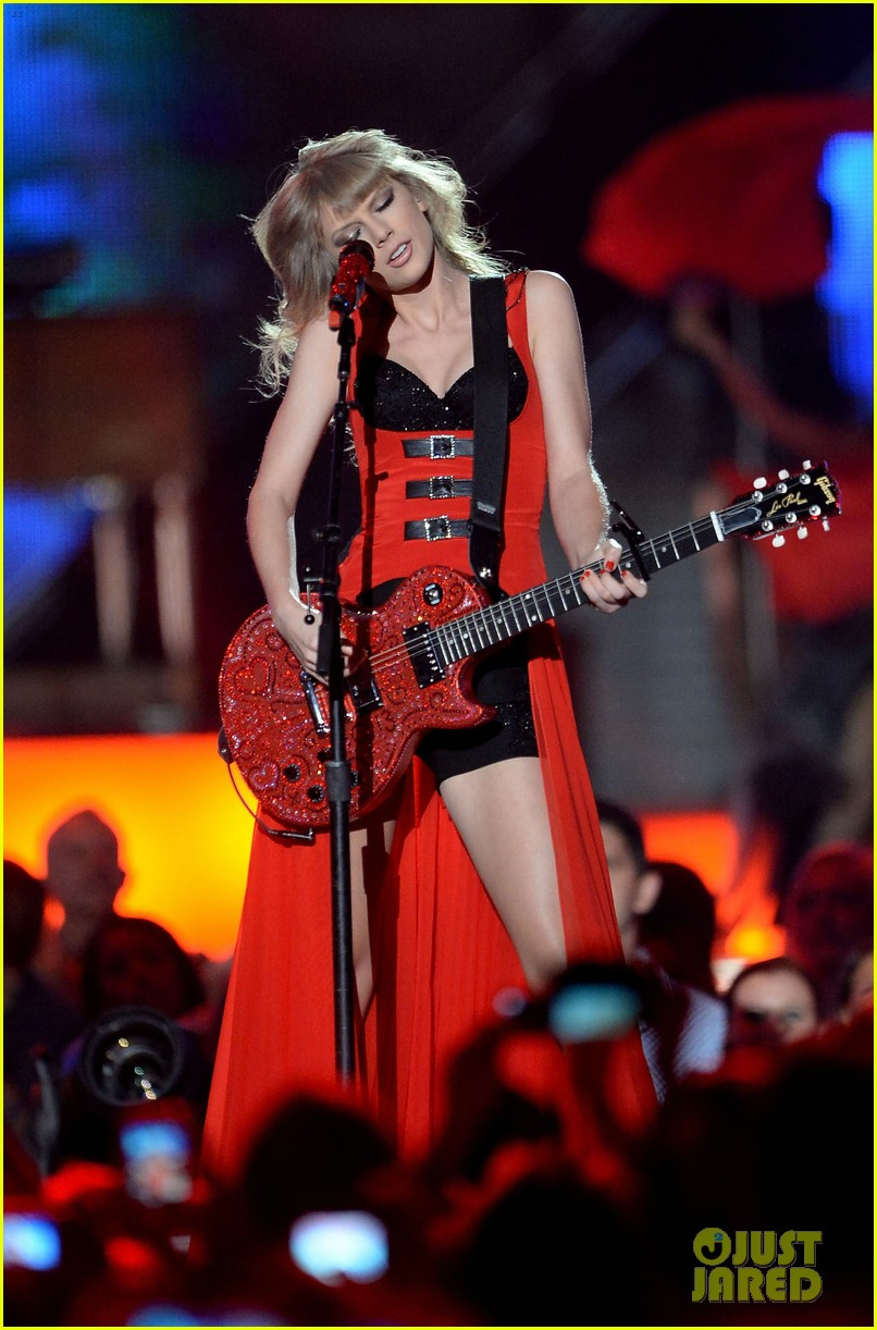 taylor swift cmt music awards performance 2013 video 192885264