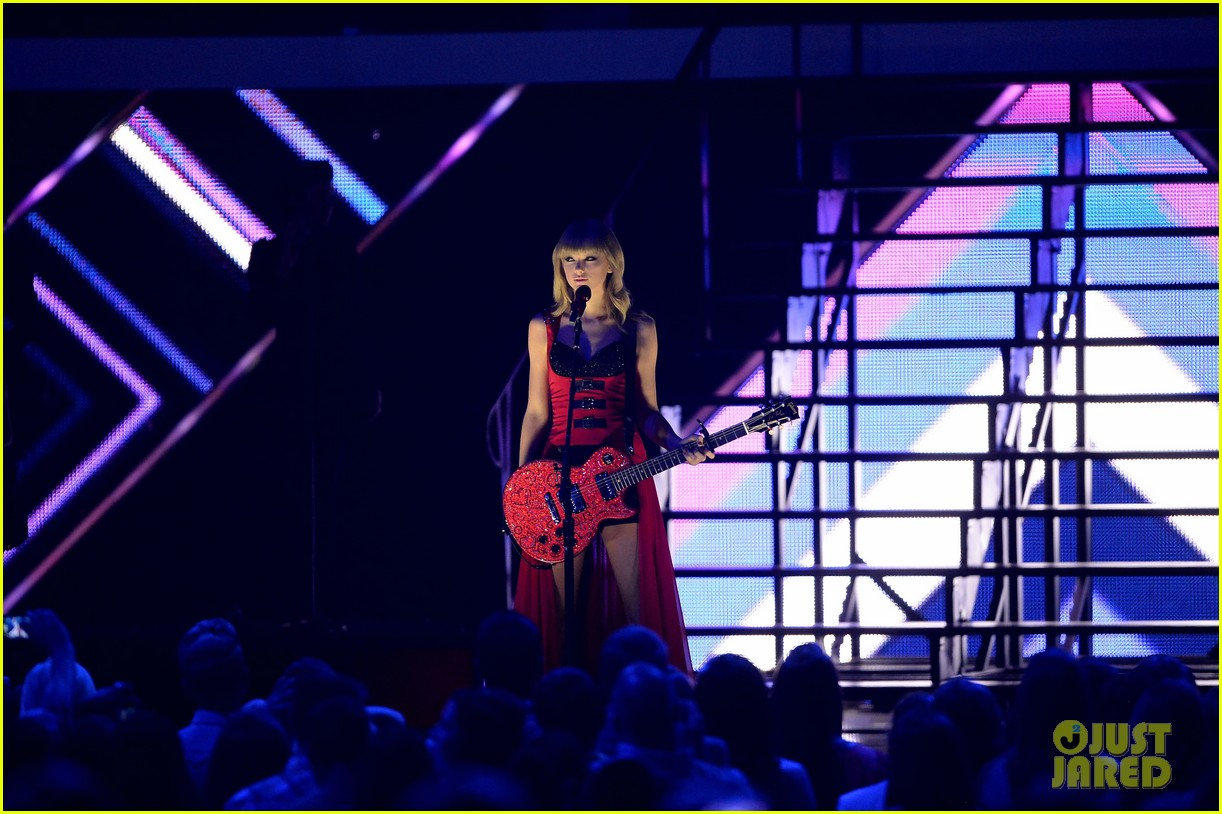 taylor swift cmt music awards performance 2013 video 21