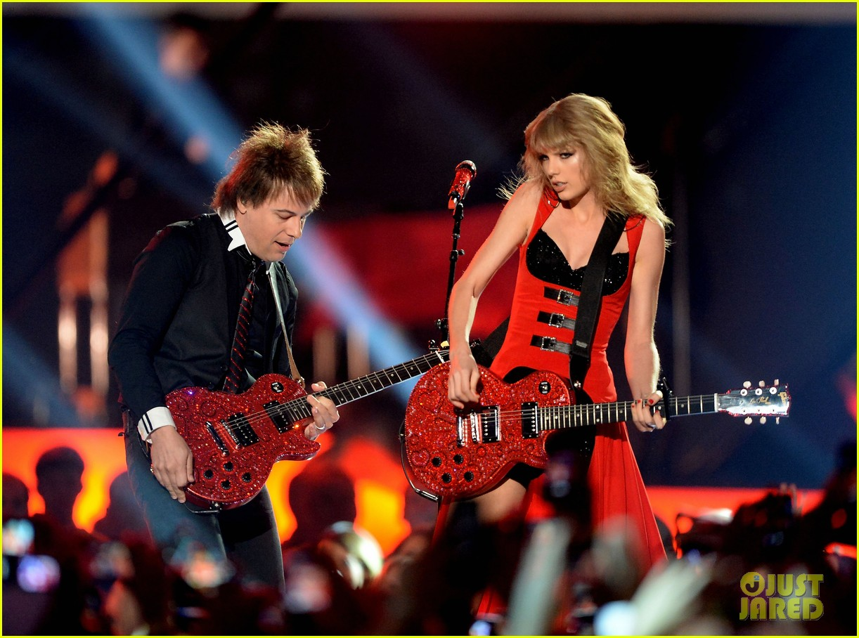 taylor swift cmt music awards performance 2013 video 252885270