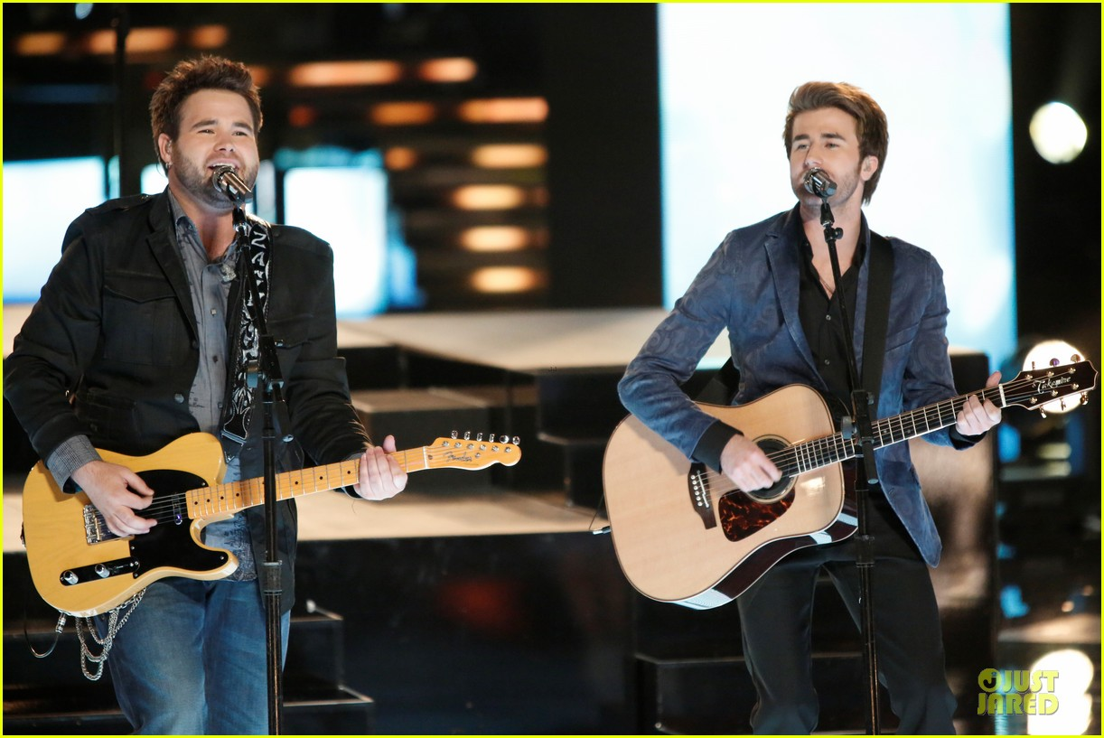 the swon brothers amber carrington the voice finale performance video 102894005