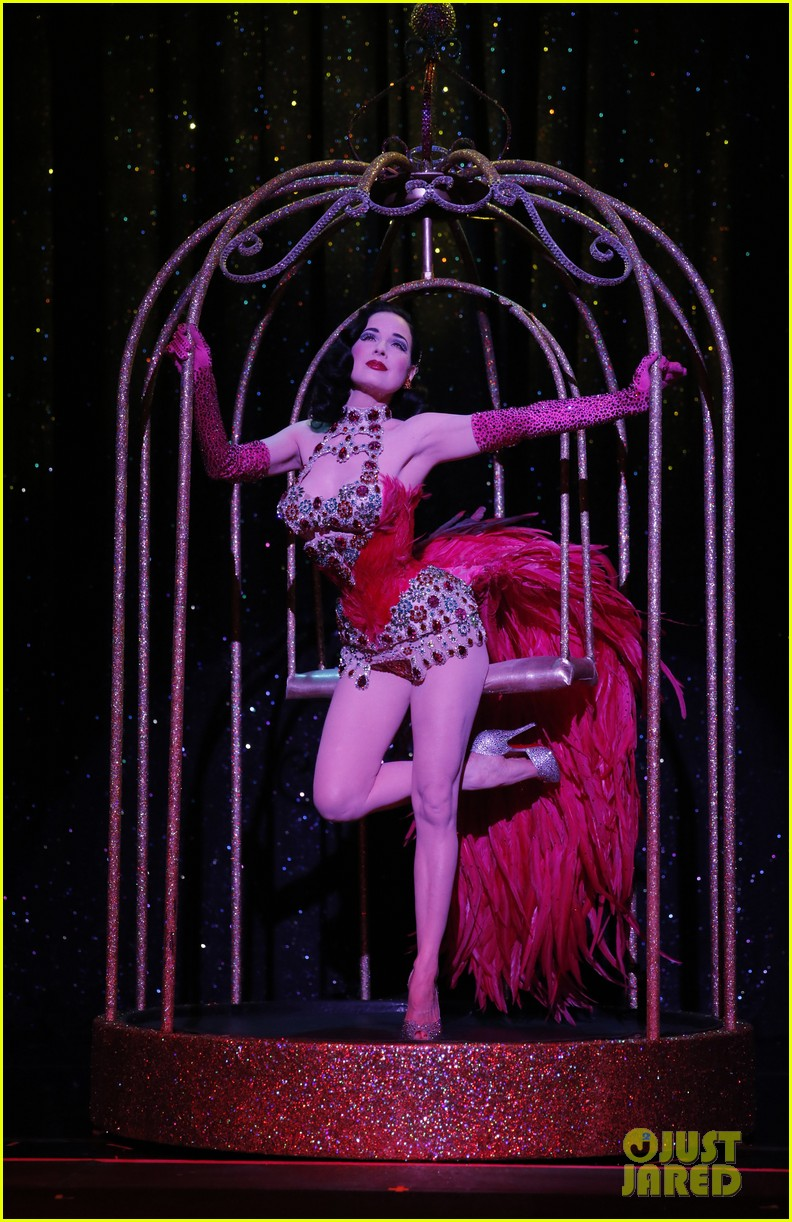 dita von teese strip strip hooray show exclusive pics 03