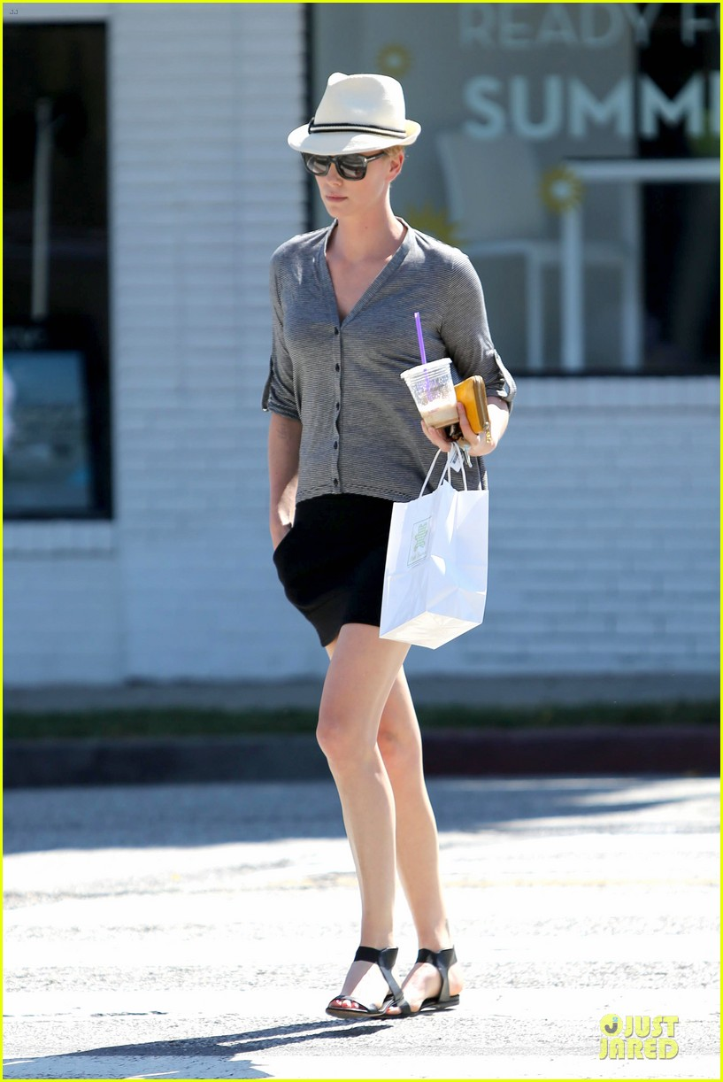 charlize theron jack paglen in talks for prometheus 2 012900163