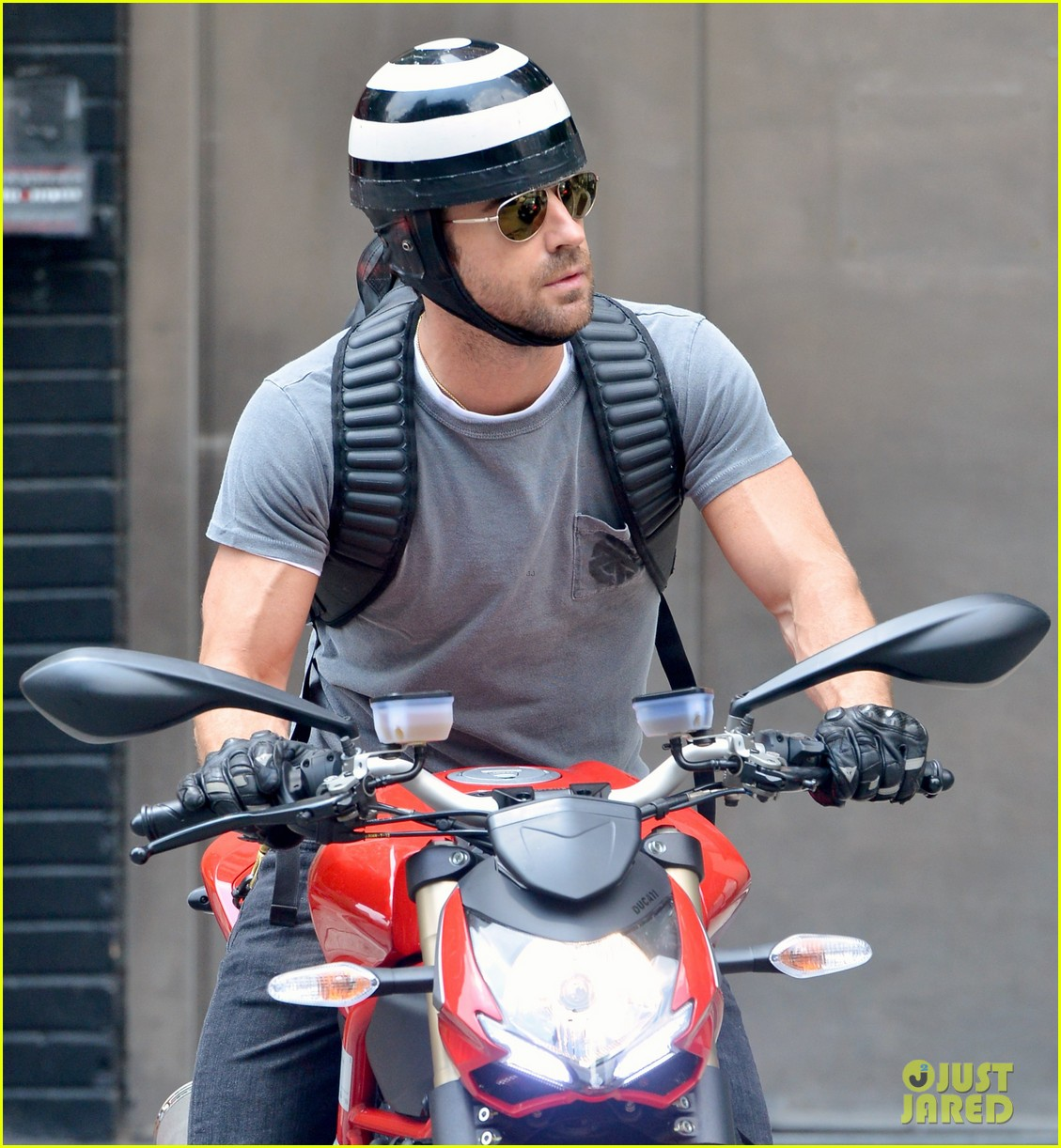 justin theroux ducati dude in new york 022897731