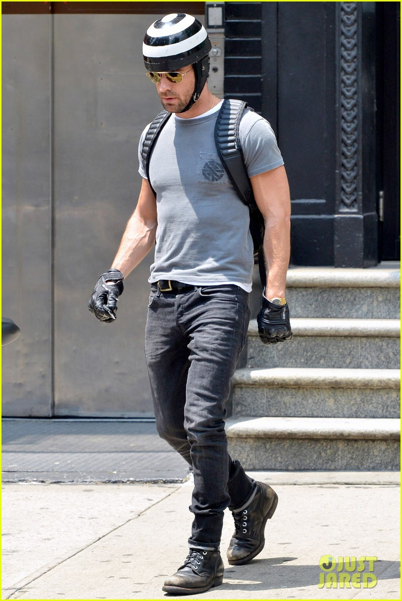justin theroux ducati dude in new york 032897732