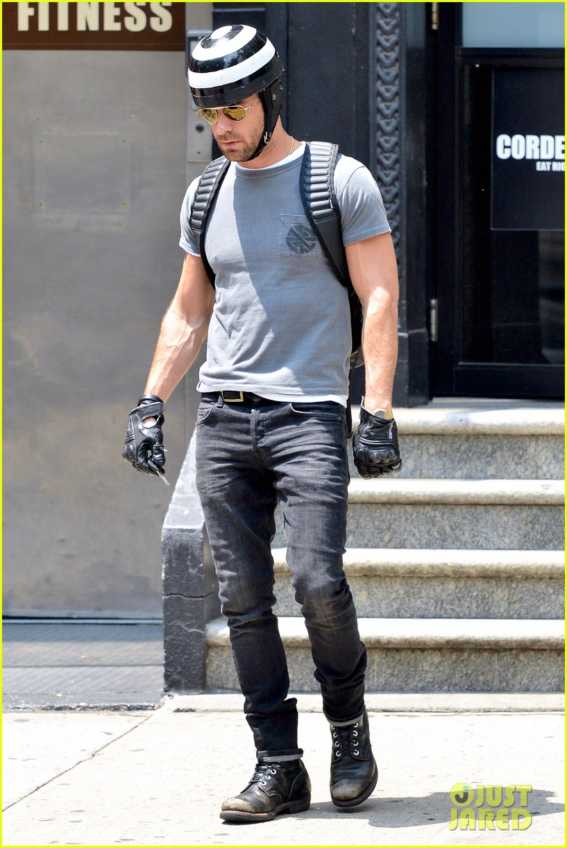 justin theroux ducati dude in new york 102897739