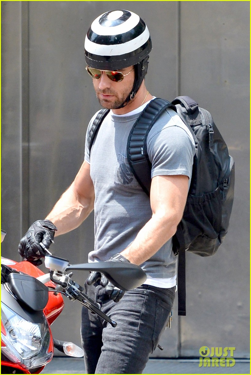 justin theroux ducati dude in new york 152897744
