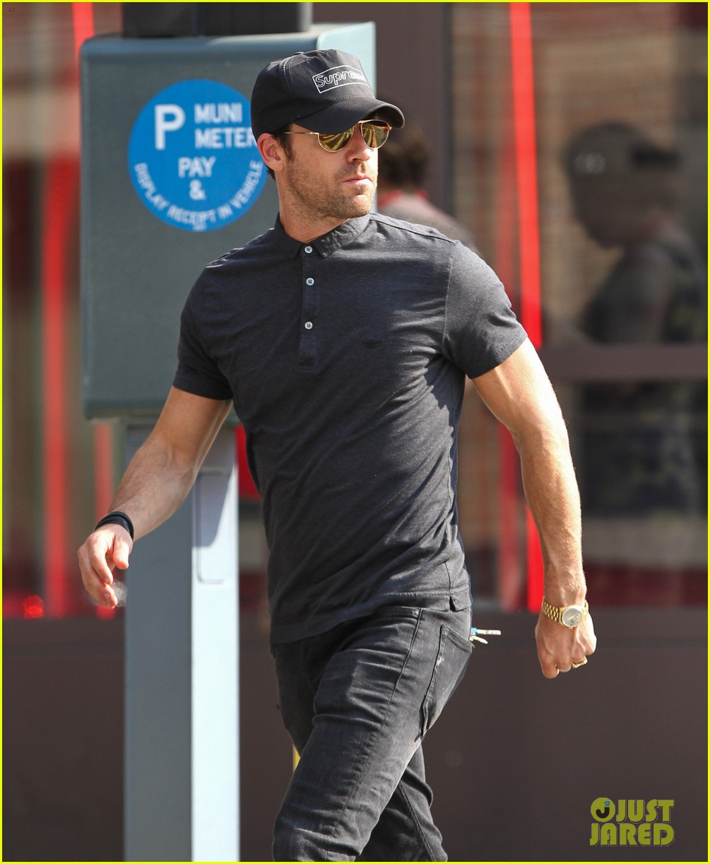 justin theroux bar pitti lunch stop 072899856