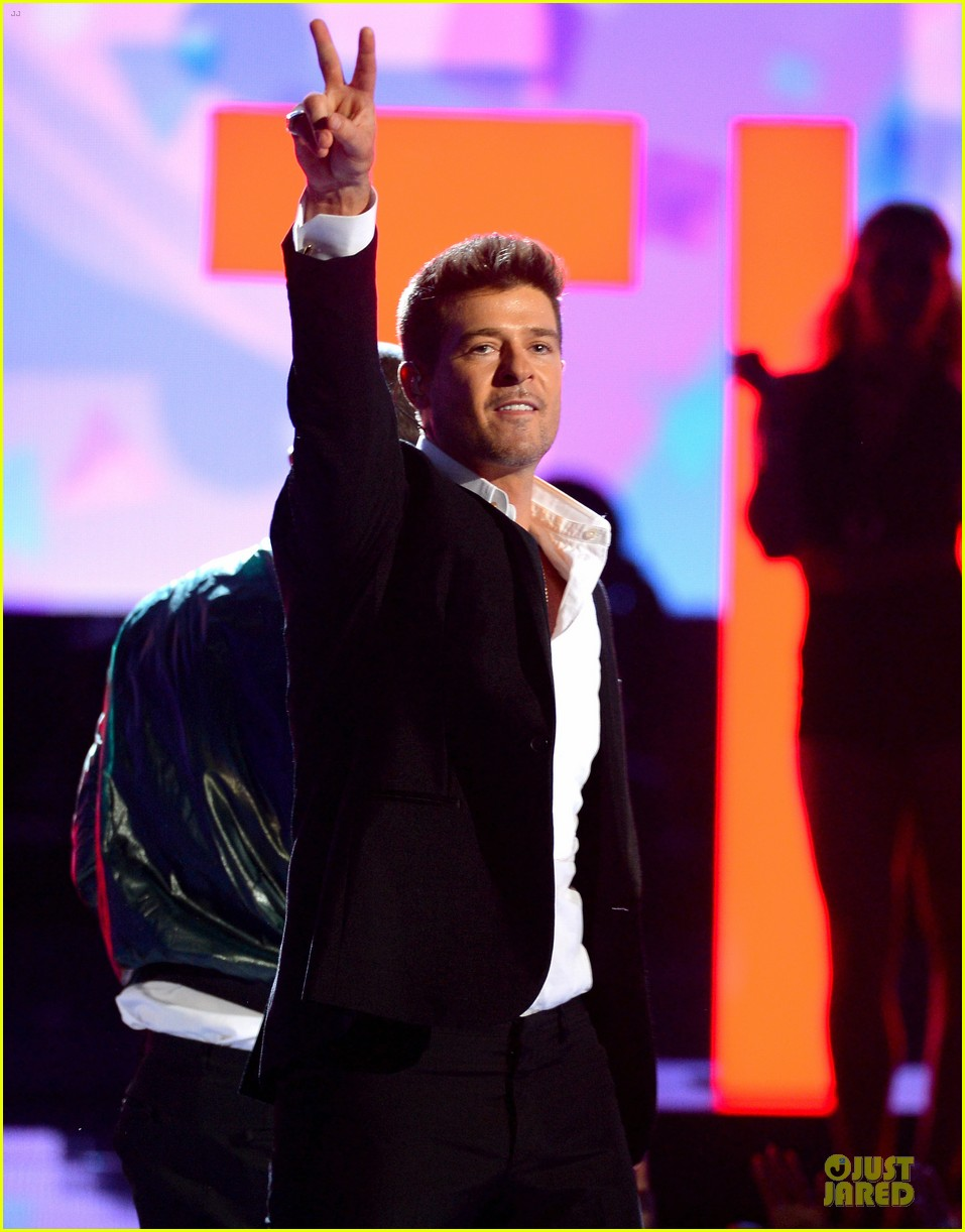 robin thicke bet awards 2013 performance video 082901488
