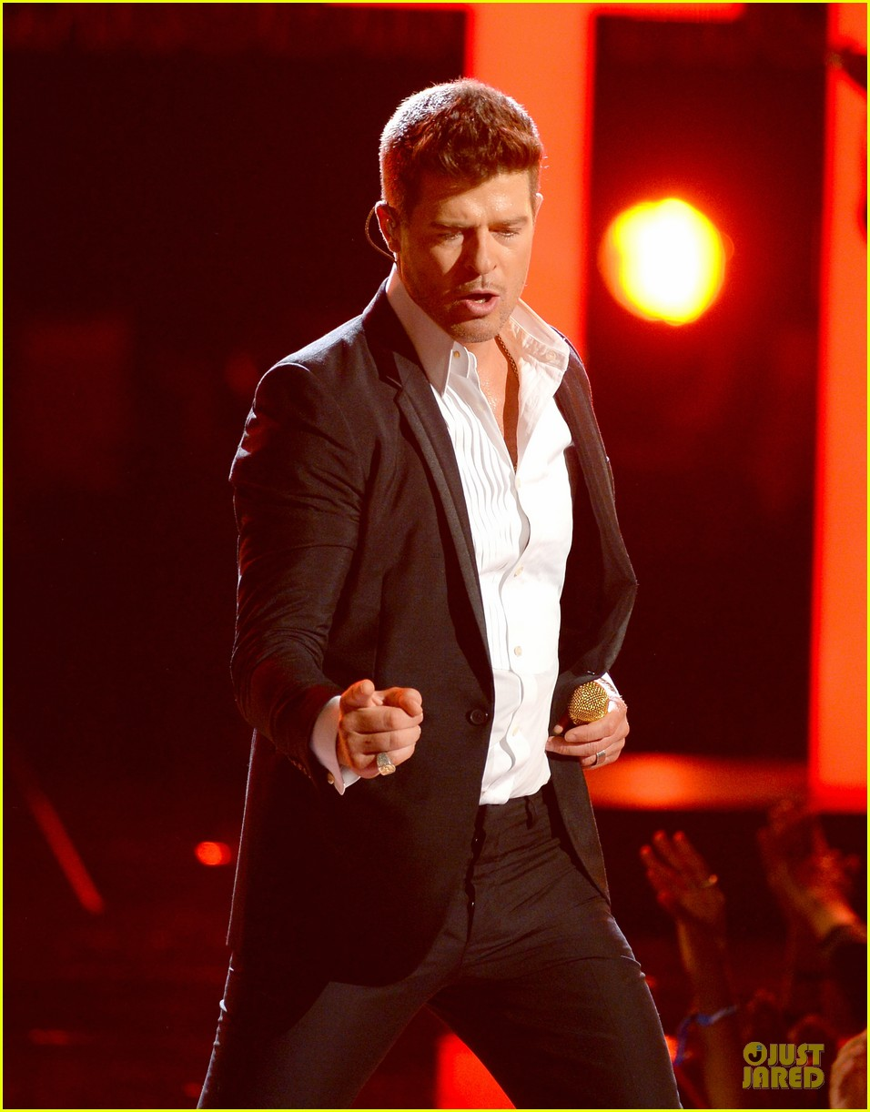robin thicke bet awards 2013 performance video 102901490