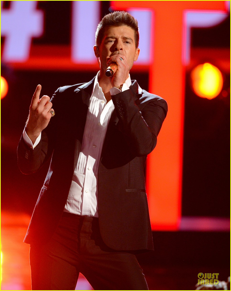 robin thicke bet awards 2013 performance video 132901493