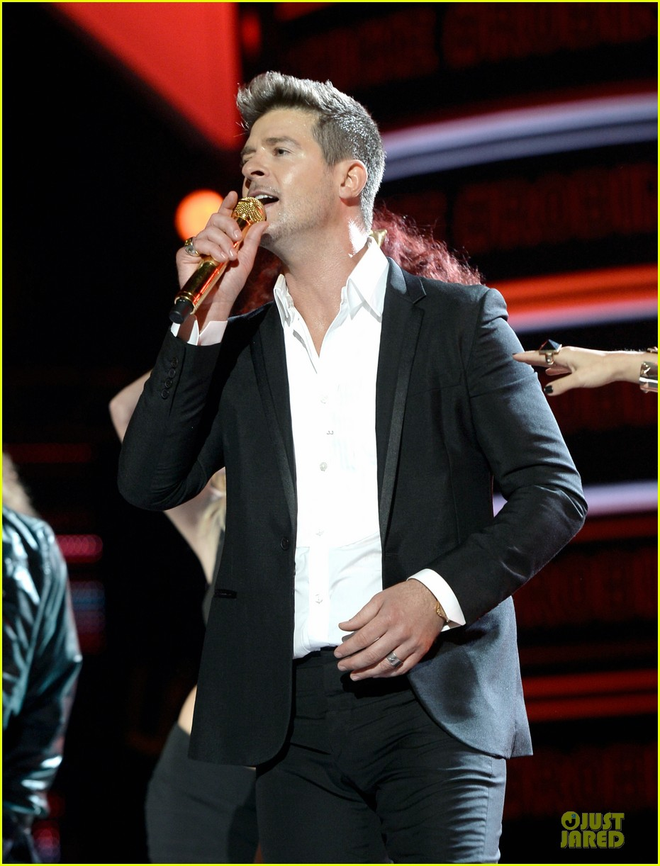 robin thicke bet awards 2013 performance video 182901498