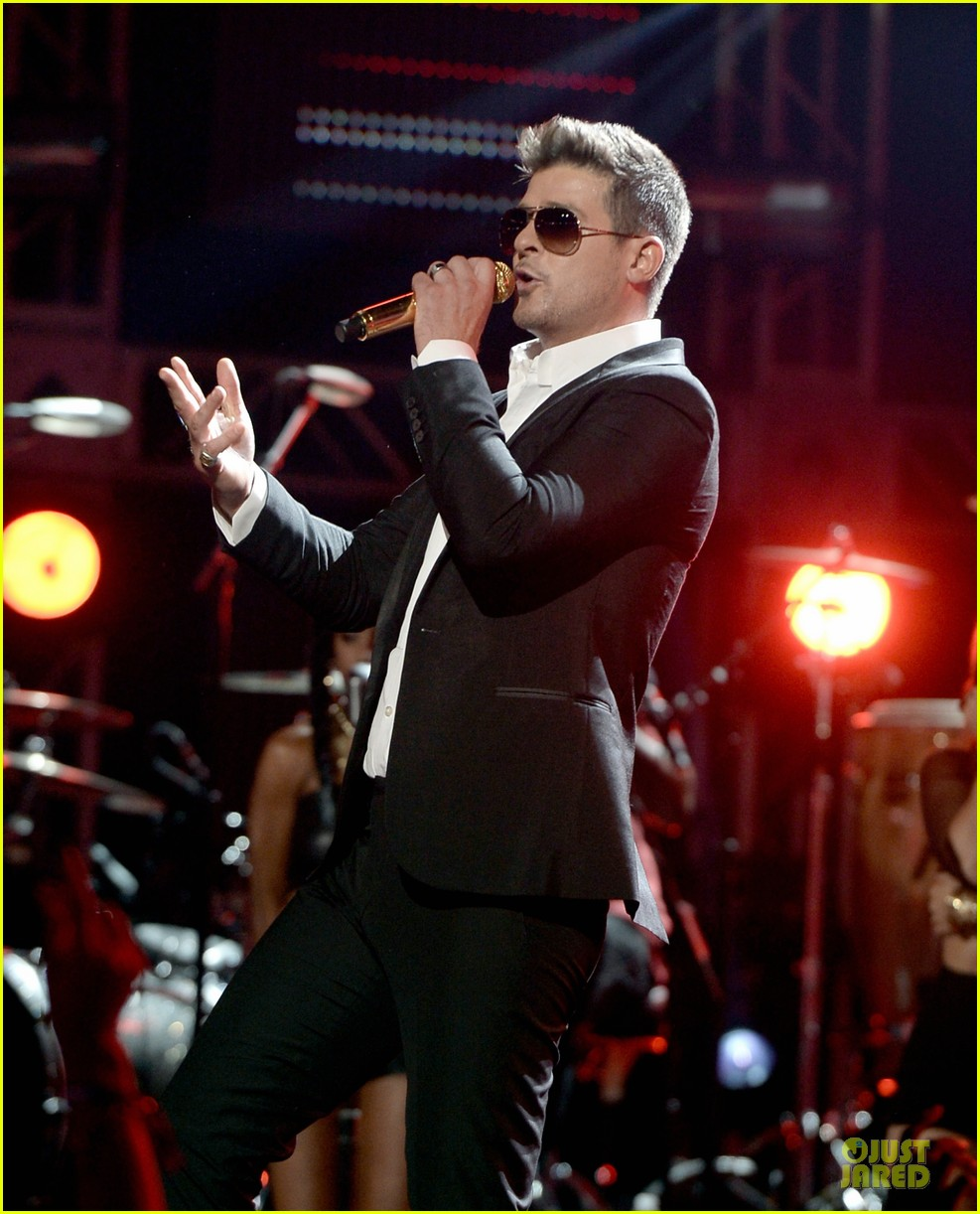 robin thicke bet awards 2013 performance video 192901499