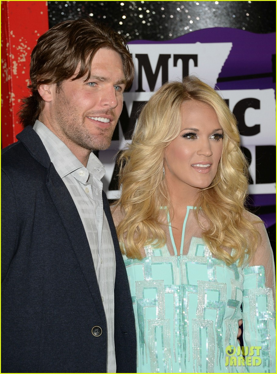 carrie underwood cmt music awards 2013 with mike fisher 022885119