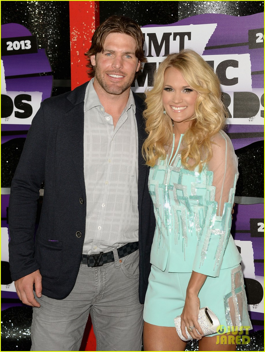 carrie underwood cmt music awards 2013 with mike fisher 102885127