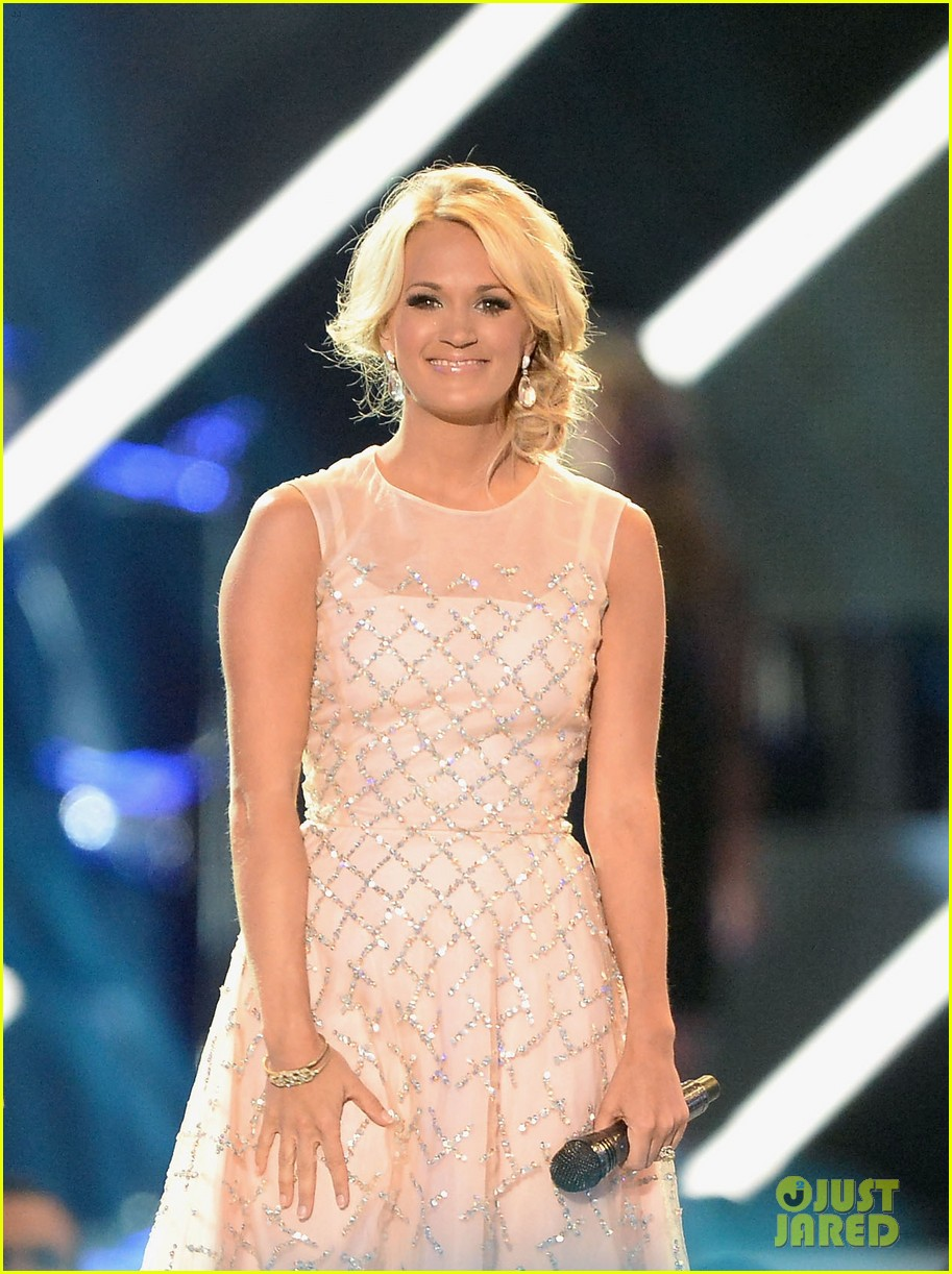 carrie underwood cmt music awards performance 2013 022885345