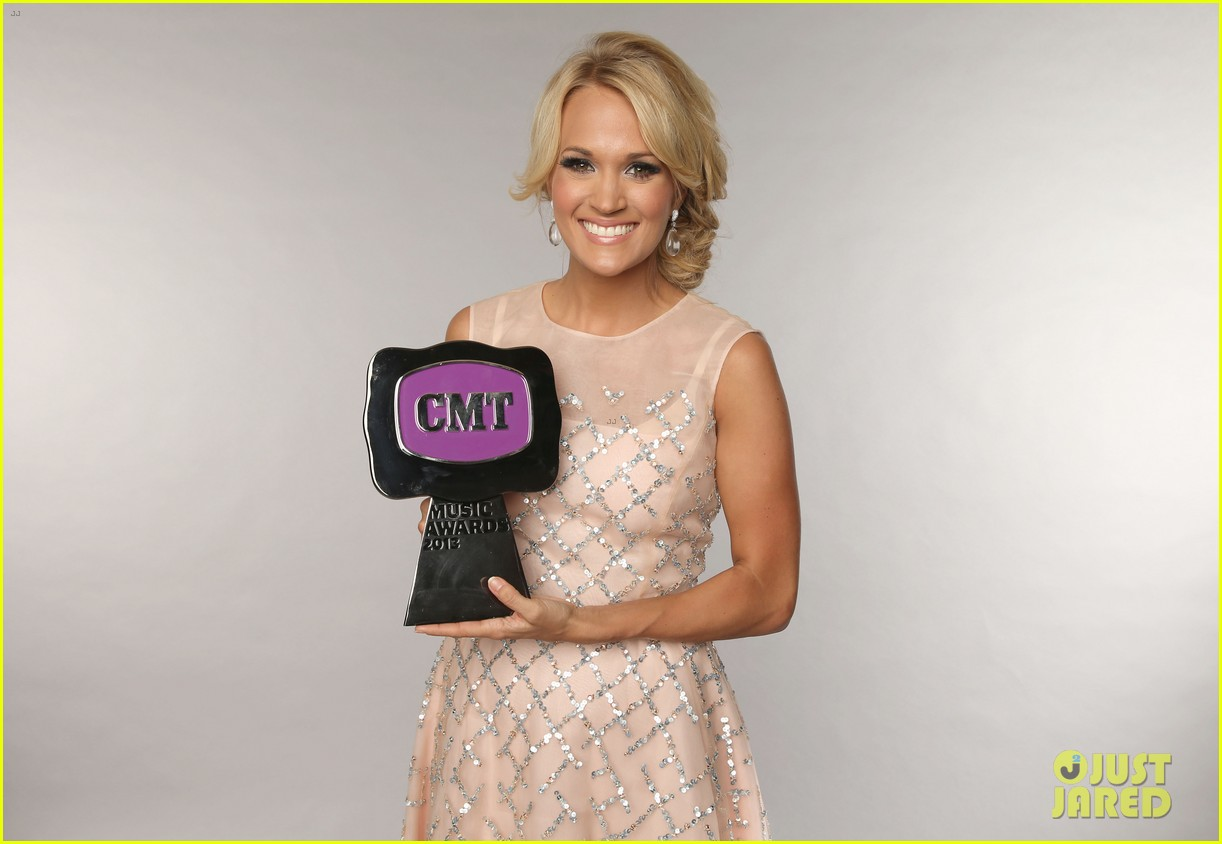 carrie underwood cmt music awards performance 2013 082885351
