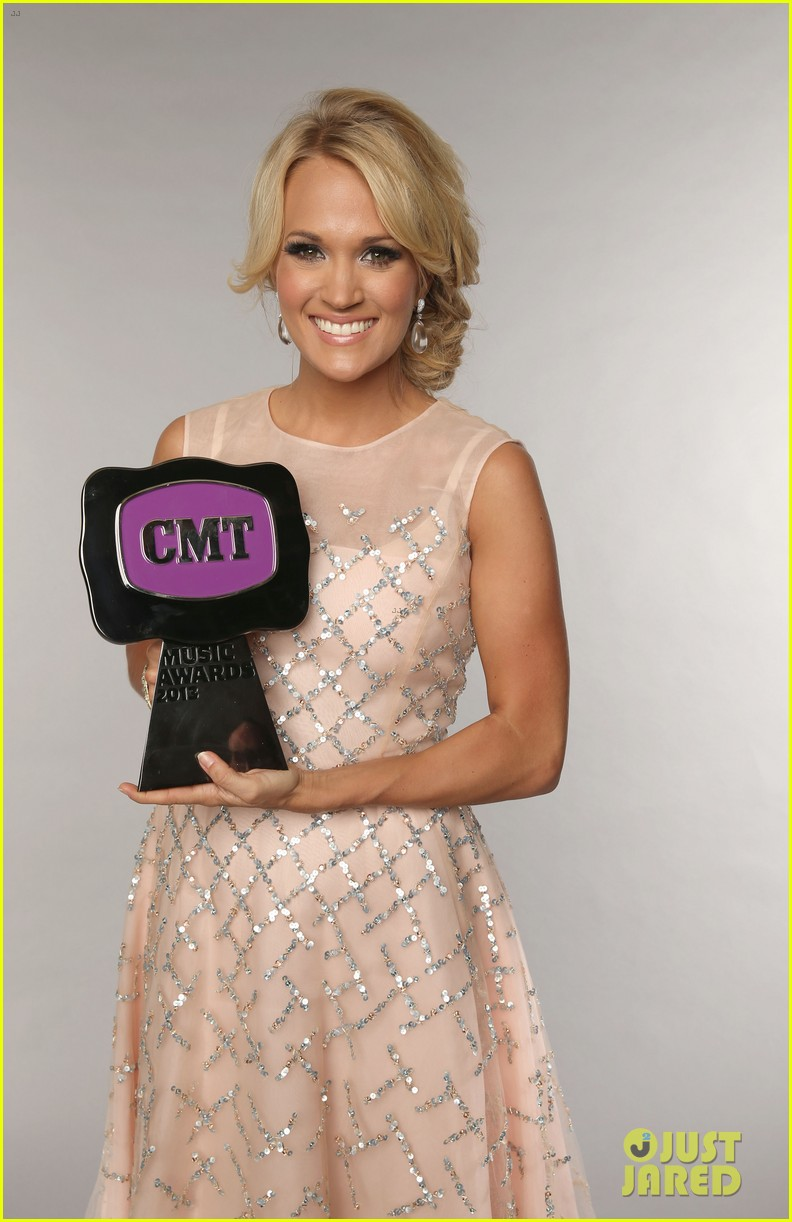 carrie underwood cmt music awards performance 2013 11