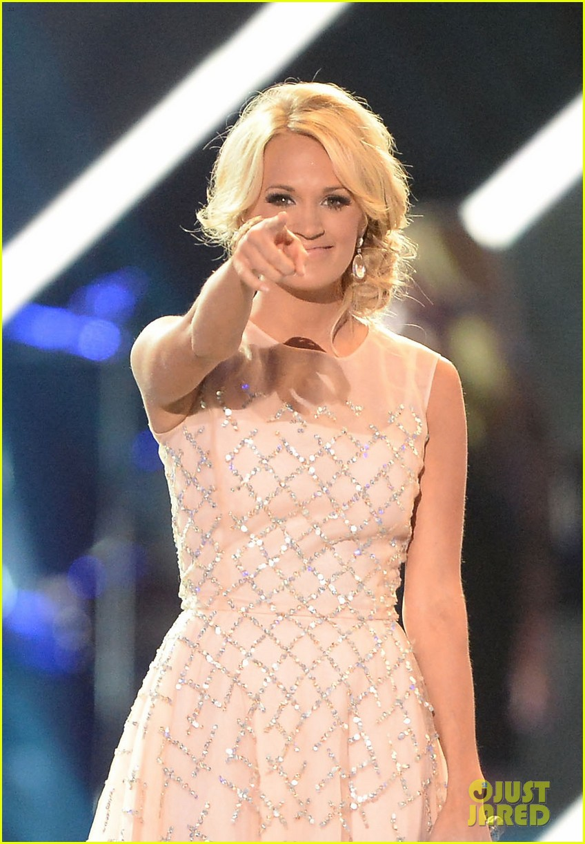 carrie underwood cmt music awards performance 2013 142885357