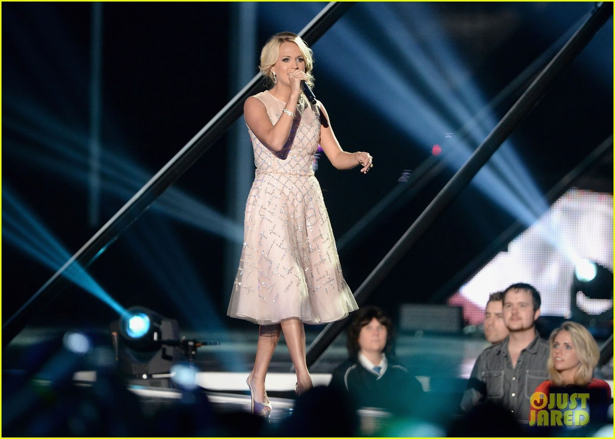 carrie underwood cmt music awards performance 2013 152885358