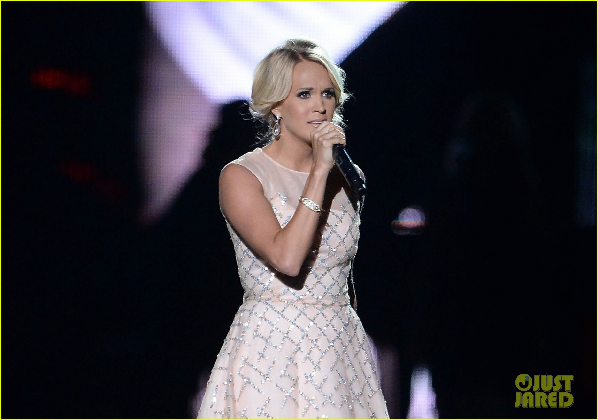 carrie underwood cmt music awards performance 2013 162885359
